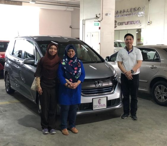 Carlingual Satisfied Buyer | Silver Honda Freed