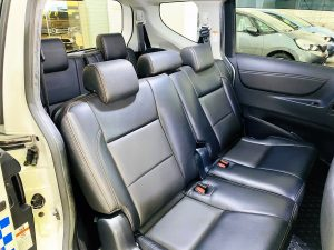 Toyota Sienta 1.5A G full